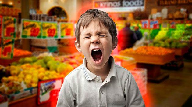 ребенок истерит в магазине