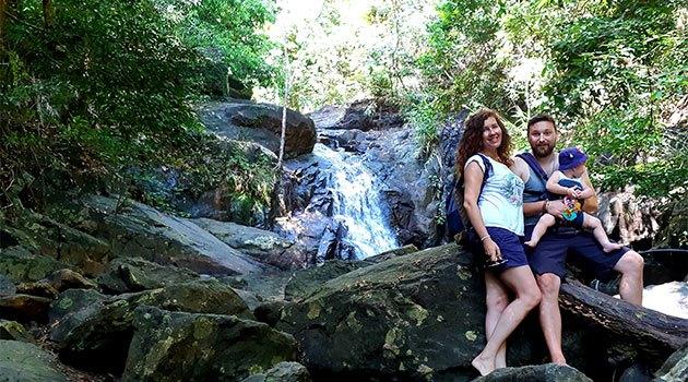 сколько денег брать в таиланд: семья на водопаде
