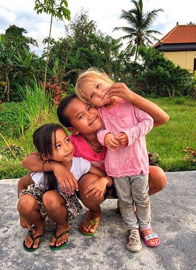 язык и нравы на Бали очень простые