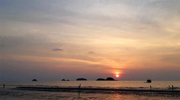 сколько денег брать в таиланд: закат на пляже ко чанга